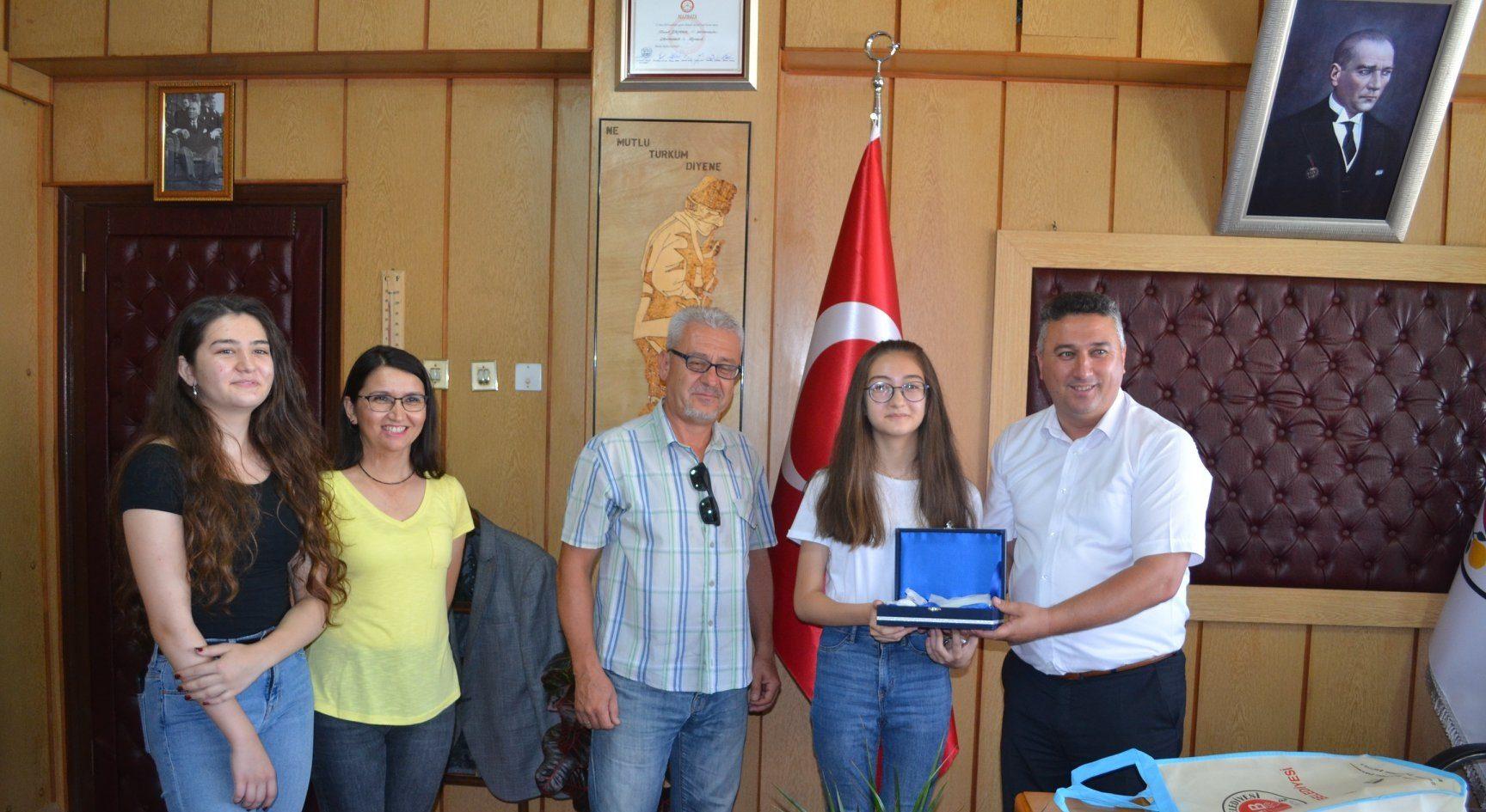 Belediye Başkanımız, LGS'de Dereceye Giren Öğrencimizi Tebrik Etti